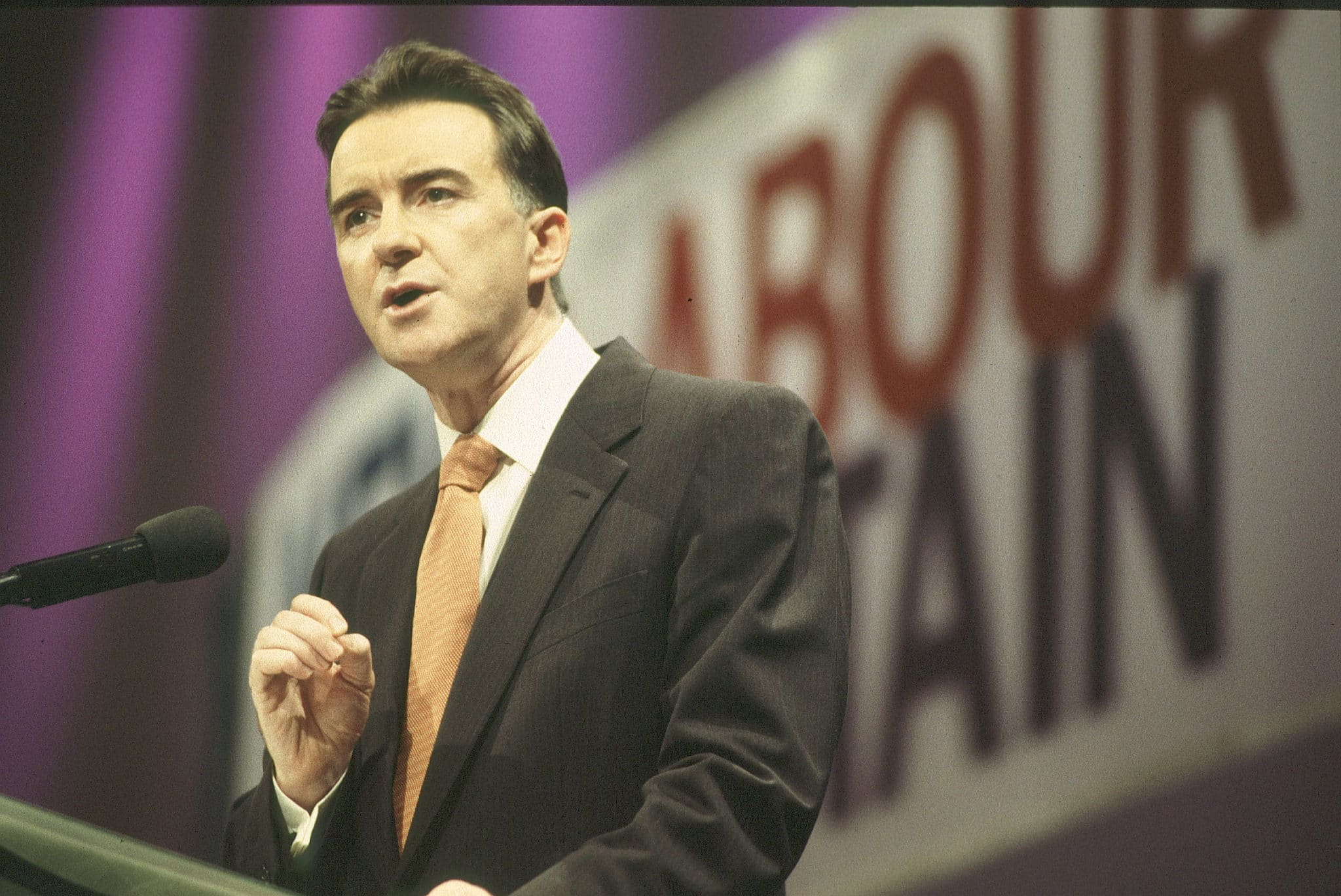 Ministre du commerce et de l'industrie Peter Mandelson lors de la conférence du parti travailliste de 1998.