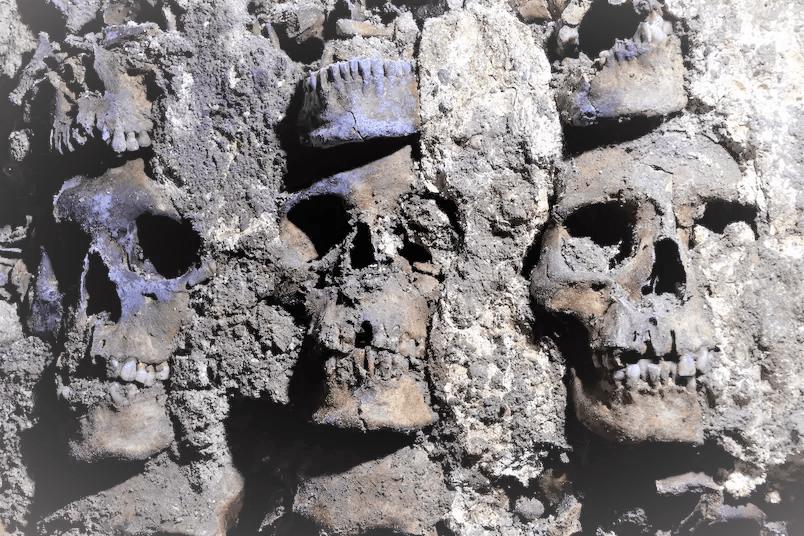 Les Archéologues Trouvent Une Façade Faite De Crânes