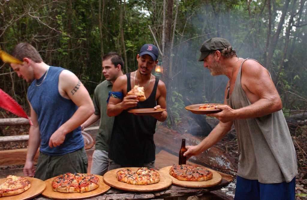 Rob Mariano et Tom Buchanan avec les membres de leur famille sur 'Survivor'