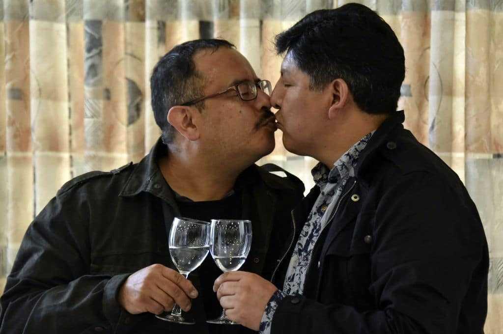 L'union Civile Homosexuelle D'un Couple Homosexuel Reconnue à La Suite
