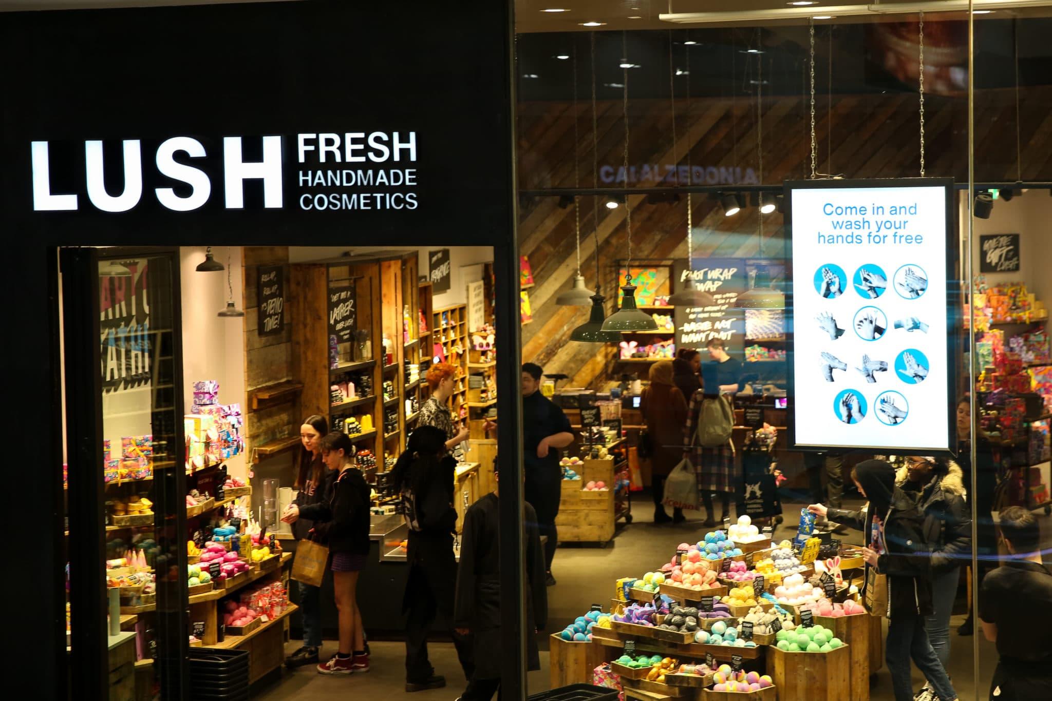 La marque de cosmétiques Lush est critiquée pour ses dons à Woman's Place UK