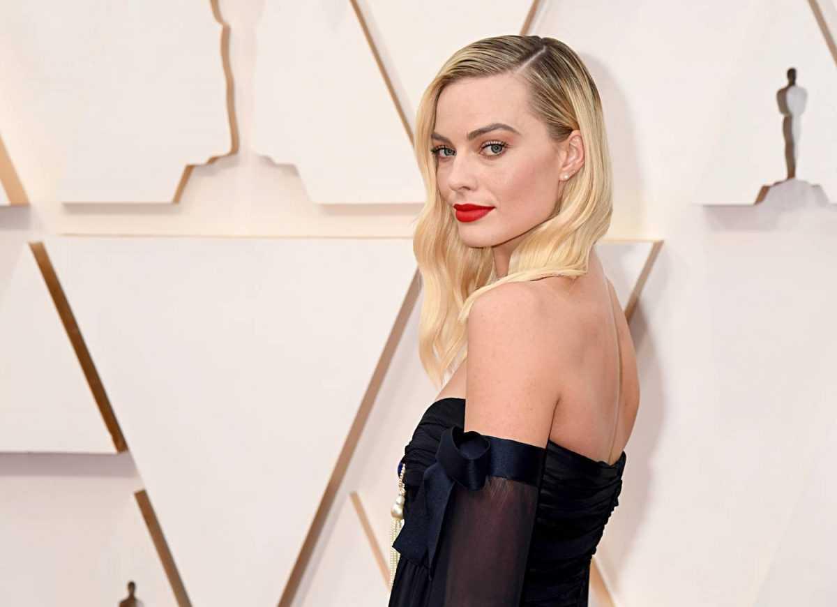 Margot Robbie assiste à la 92ème cérémonie des Oscars à Hollywood et Highland le 09 février 2020 à Hollywood, Californie.  (