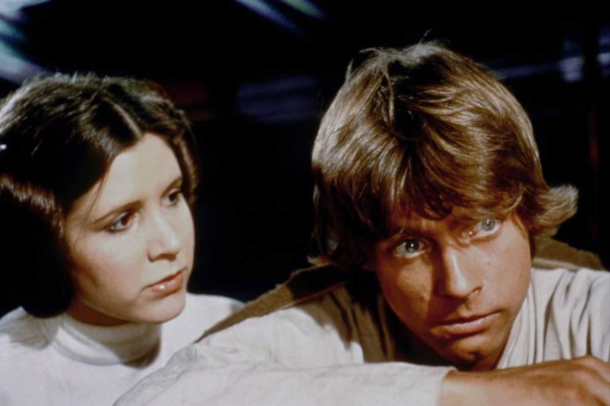 Acteurs américains Carrie Fisher et Mark Hamill sur le tournage de Star Wars: Episode IV - Un nouvel espoir écrit, réalisé et produit