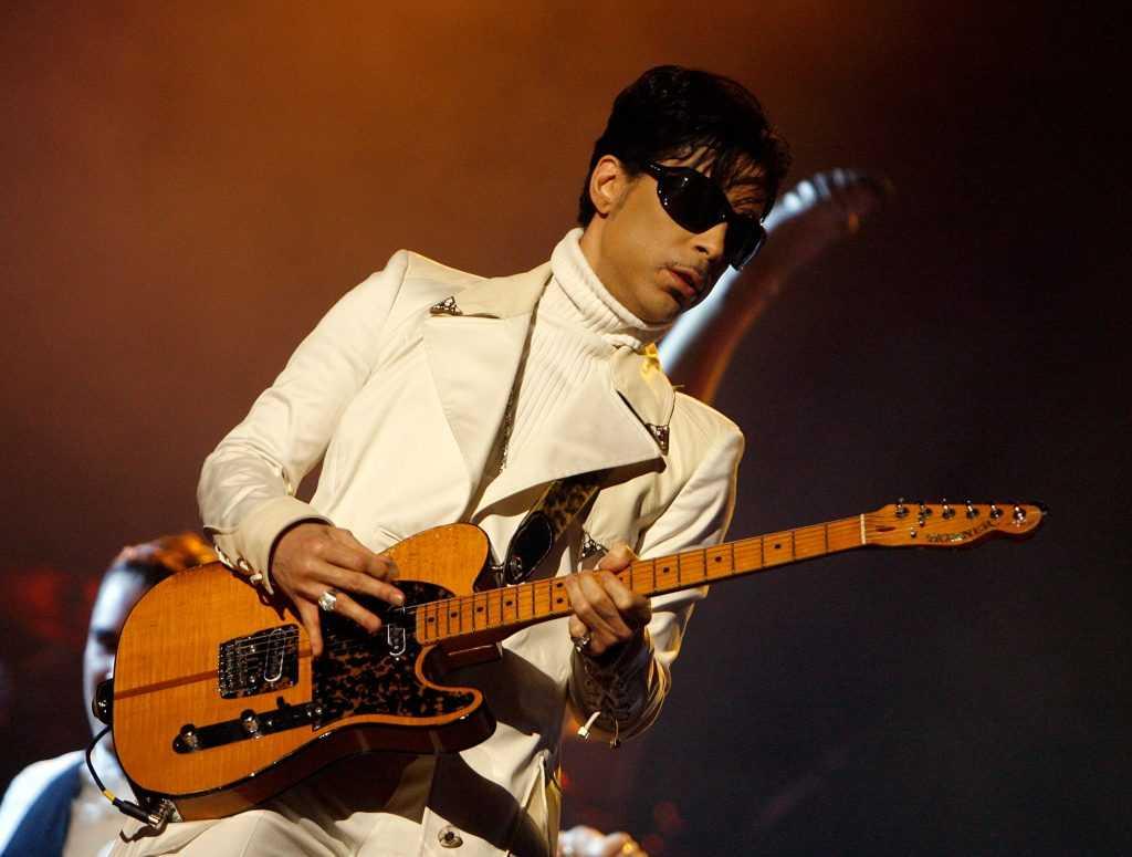 Prince vêtu de blanc
