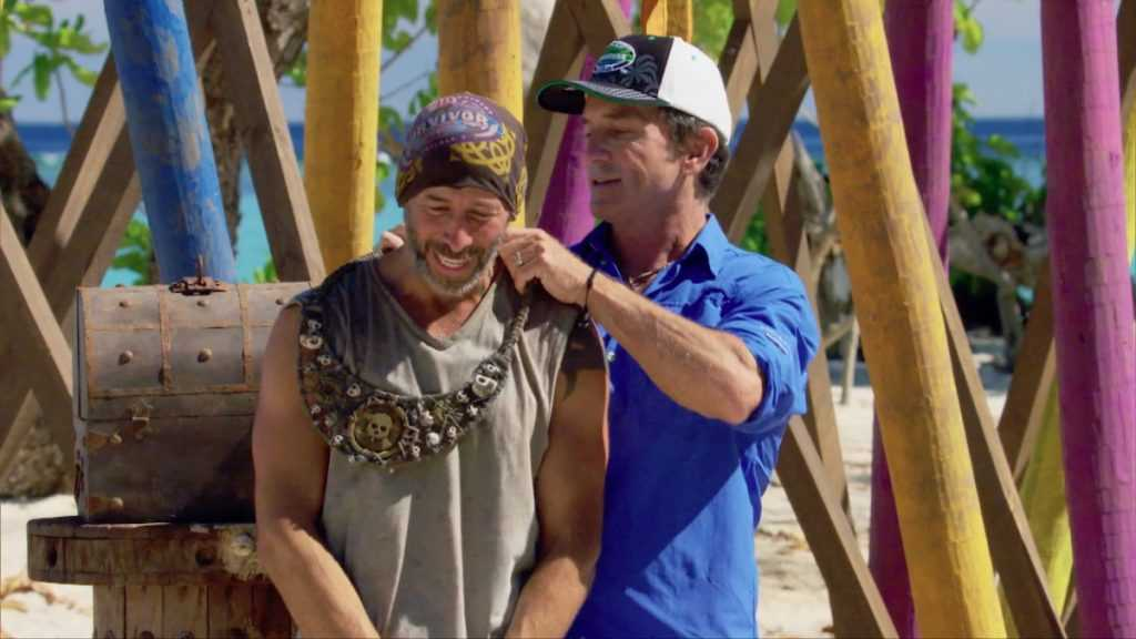 Jeff Probst attribue à Tony Vlachos le collier d'immunité pour `` Survivor: Winners at War ''