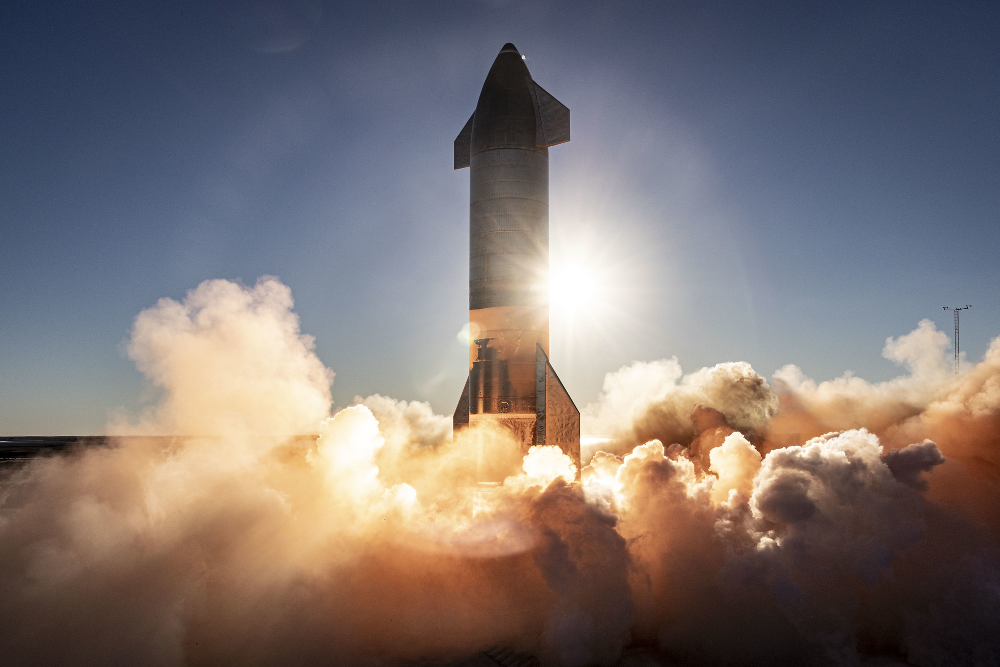 Le Starship SN8 de SpaceX lance son premier vol à haute altitude depuis le site de la société à Boca Chica, dans le sud du Texas, le 8 décembre 2020.