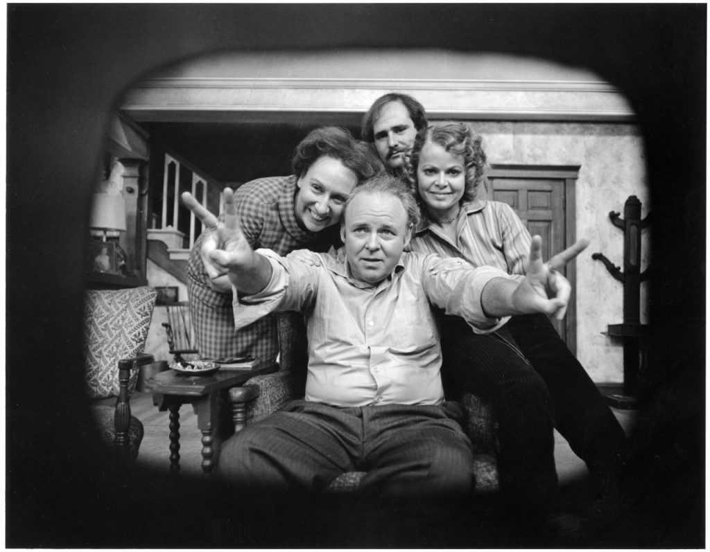 Carroll O'Connor avec le casting de «Tous dans la famille» |  CBS via Getty Images