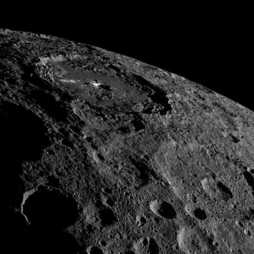 Un Astéroïde Mystérieux De La Taille D'une Planète Naine Se