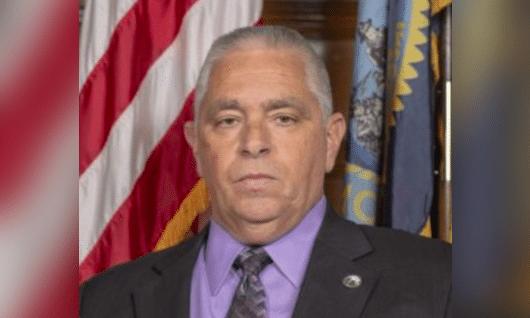 Un Conseiller Démocrate A Enregistré L'appelant Un Militant Transgenre ``