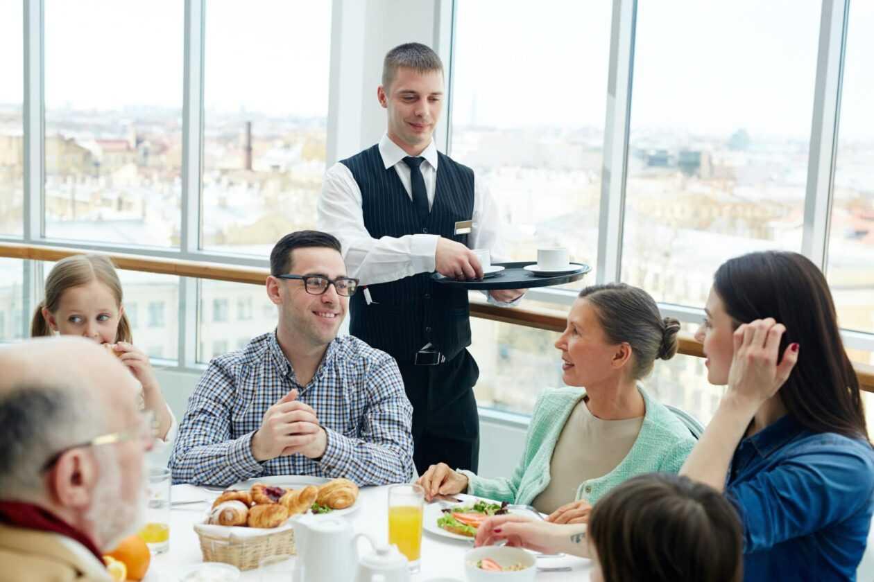 Un Homme Séropositif Aurait été Renvoyé D'un Restaurant Suite à