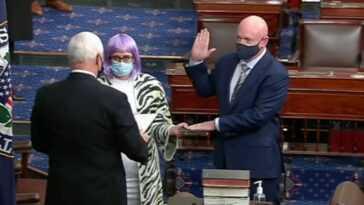 Un Sénateur Bisexuel Trolls Mike Pence Sans Dire Un Mot