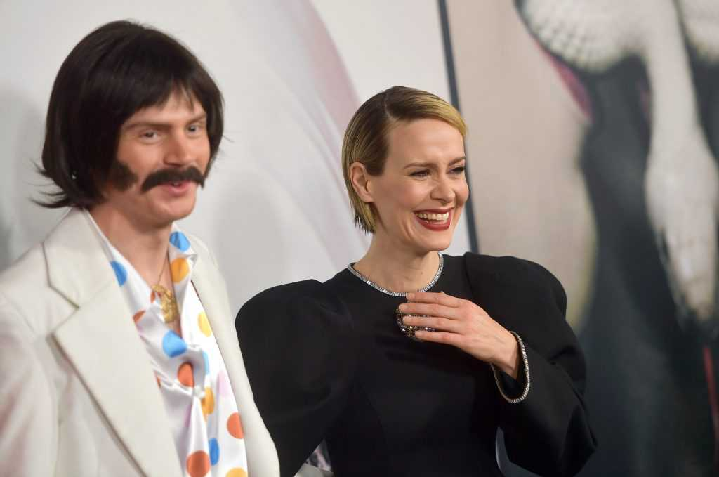 Evan Peters et Sarah Paulson assistent à la célébration du 100e épisode de `` American Horror Story '' de FX