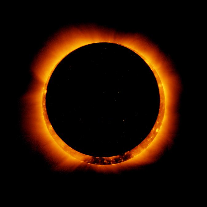 Le satellite Hinode, d'une mission japonaise, a capturé cette photo d'une éclipse solaire annulaire le 4 janvier 2011.