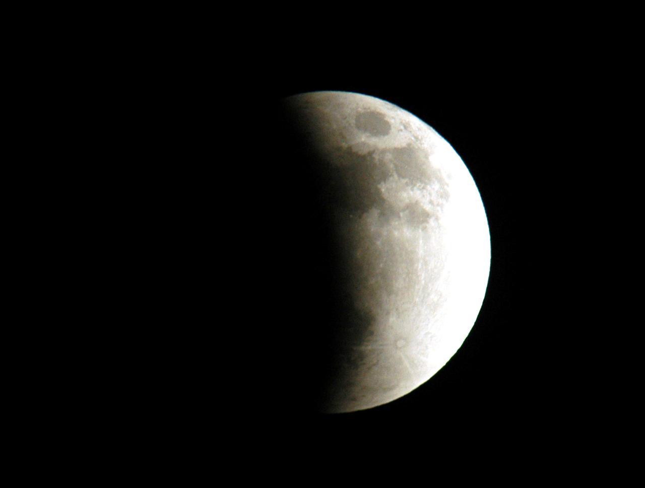 Une éclipse lunaire partielle a été photographiée depuis Merritt Island, en Floride.