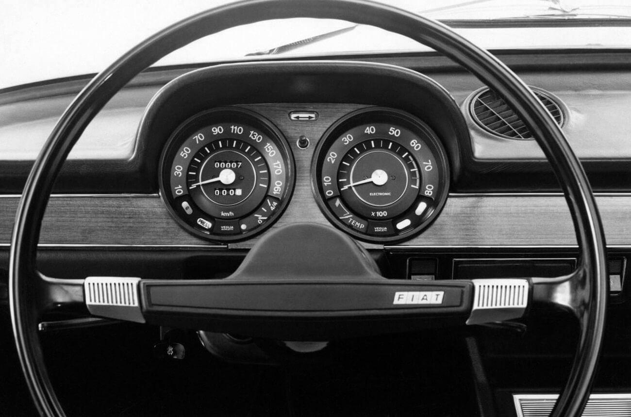 Tableau de bord Fiat 124
