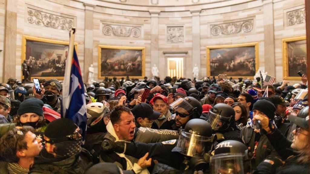 Le Sénateur Mark Kelly Et D'autres Anciens Astronautes Condamnent La