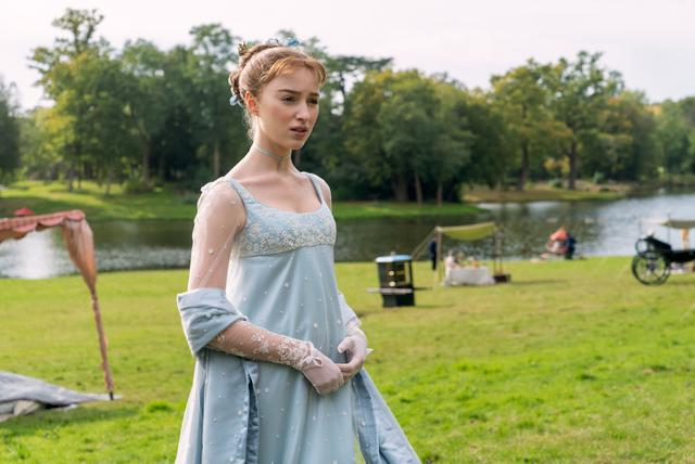 """La série Netflix """"The Bridgertons"""" raconte la vie de Daphne Bridgerton (Phoebe Dynevor), la fille aînée de la puissante famille Bridgerton, et ses débuts sur le marché matrimonial compétitif de Regency London.  (Photo: Netflix)"""