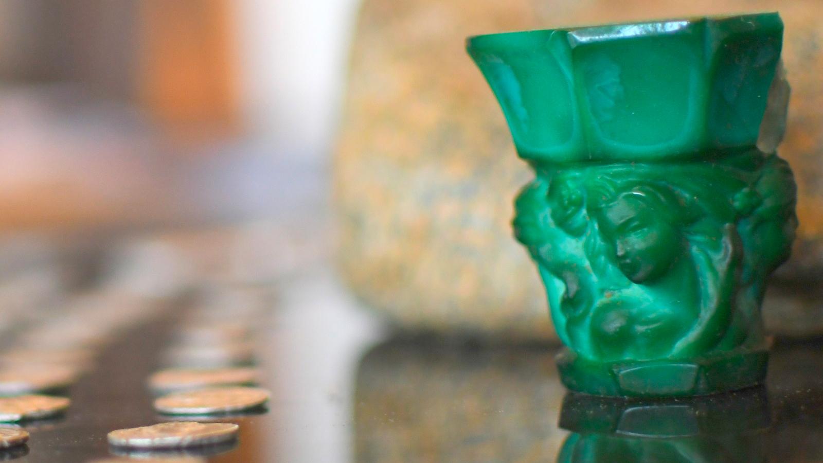Les autorités israéliennes ont récupéré un trésor d'artefacts archéologiques volés sur des sites de l'ancien Israël, de la Méditerranée, du Moyen-Orient, de l'Afrique et même de l'Amérique du Sud.  Les découvertes vont des pièces d'or aux statues de bronze en passant par les sarcophages égyptiens.
