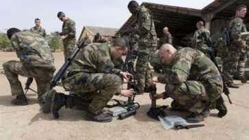 Au Moins Six Soldats Français Blessés Dans Un Attentat Suicide