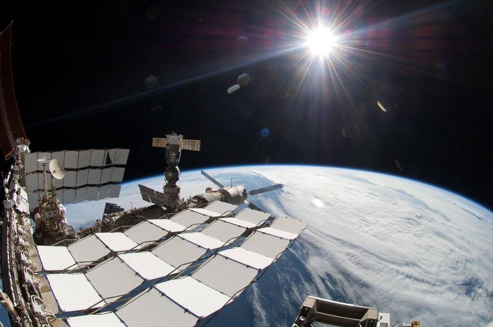 Si vous étiez astronaute à bord de la Station spatiale internationale, vous auriez traversé l'atmosphère terrestre pour y arriver.