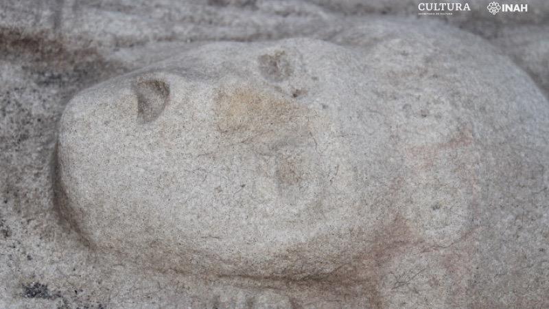 Les yeux de la femme avaient probablement autrefois des incrustations d'obsidienne.