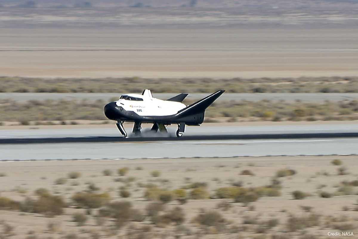 Le Premier Vol De L'avion Spatial Dream Chaser Passe à
