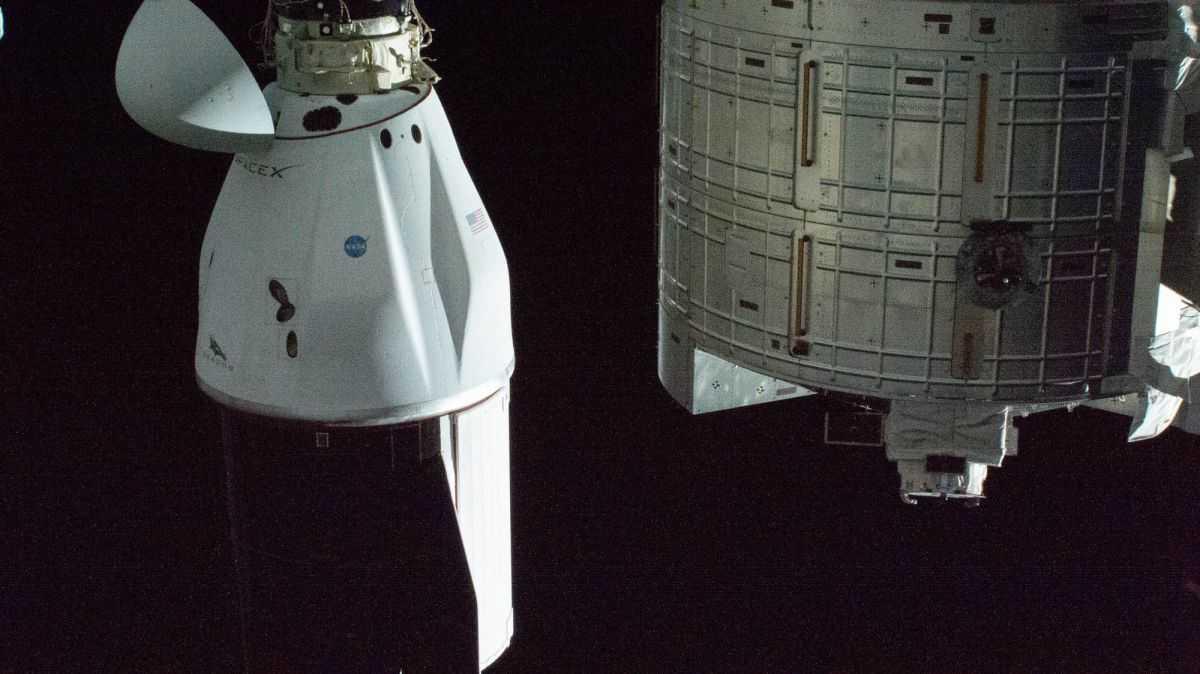 Le Navire De Ravitaillement Amélioré De Spacex Cargo Dragon Fait