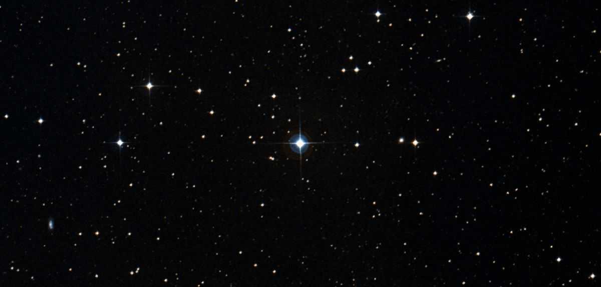 Les étranges Bouffonneries Du Système à Trois étoiles Entrent Les