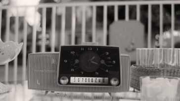 """""""WandaVision"""": dont la voix est à la radio que Wanda écoute"""