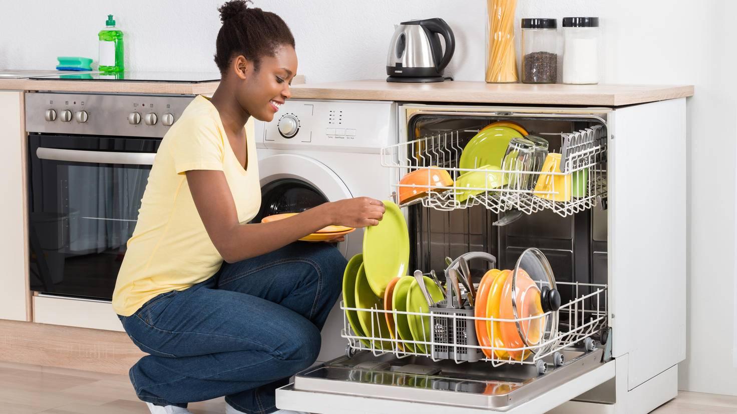 Lave-vaisselle-lave-vaisselle-AndreyPopov-ThinkstockPhotos-622210232