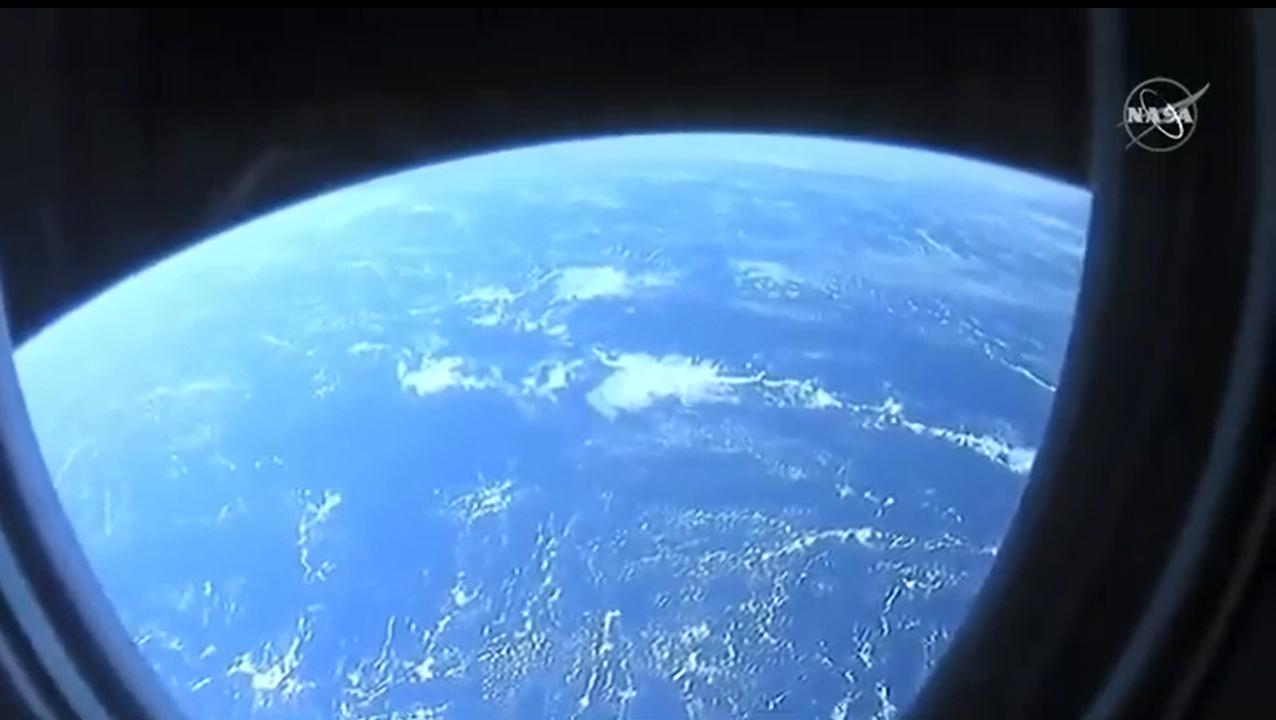La vue de la Terre depuis l'espace vue par les astronautes Crew-1 sur le SpaceX Crew Dragon Resilience.