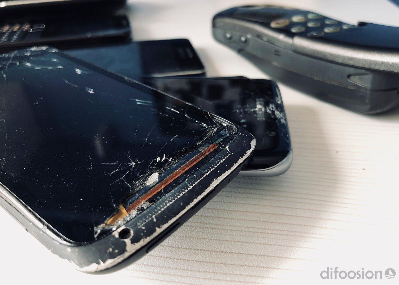 Mobile avec écran cassé