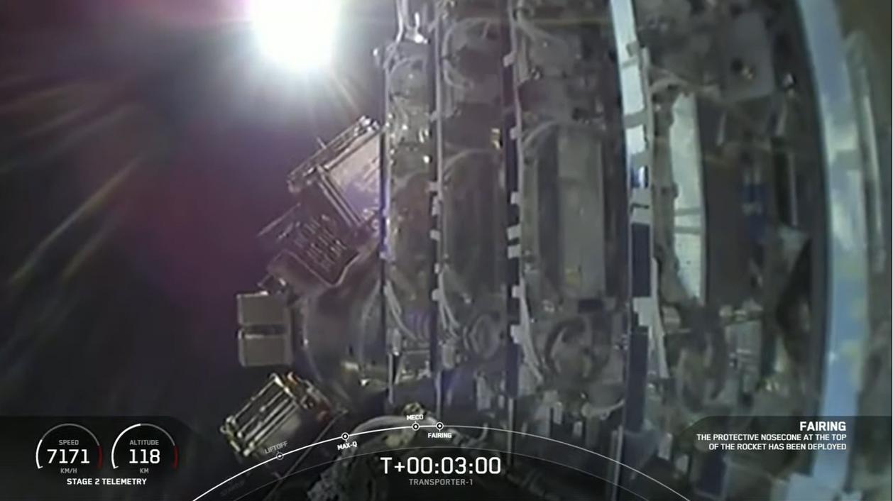 Une vue de la pile de 143 satellites de SpaceX en orbite lors du lancement de la mission de covoiturage Transporter-1 le 24 janvier 2021.