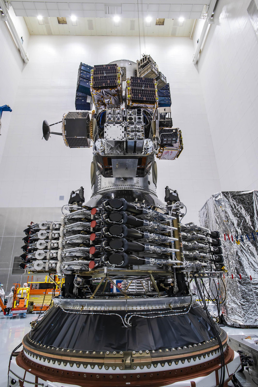 Les 143 satellites de la mission Transporter-1 de SpaceX sont vus dans leur position empilée avant le lancement de la première mission de covoiturage dédiée de la société.