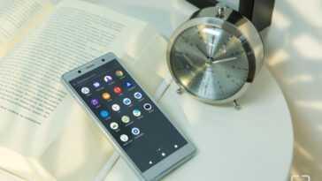 L'iphone 12 Mini Affronte La Concurrence: Le Nouveau Xperia Compact