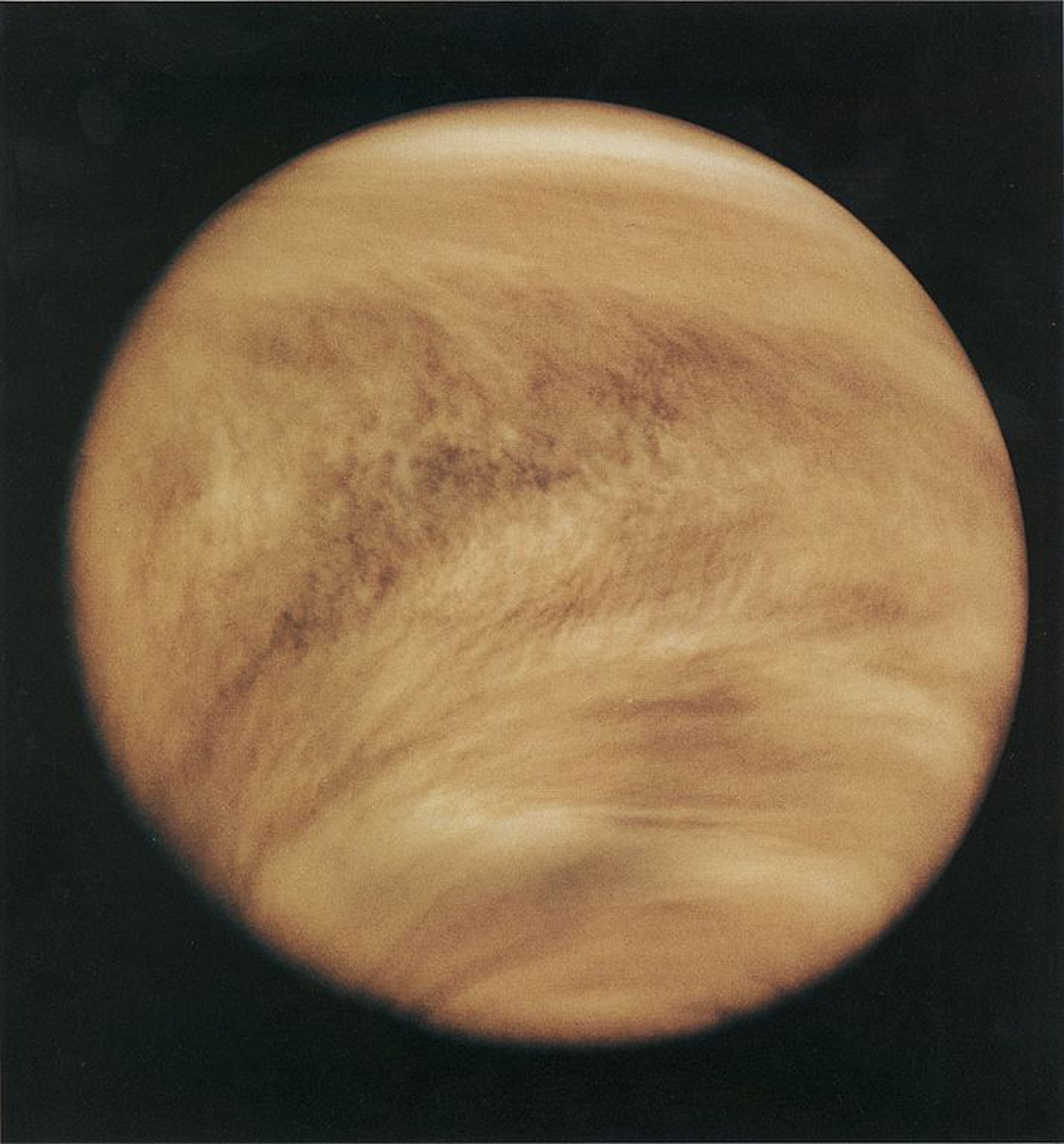 Vénus en lumière ultraviolette, vue par Pioneer-Venus Orbiter de la NASA en 1979. La vie se cache-t-elle dans la couche nuageuse supérieure de la planète?