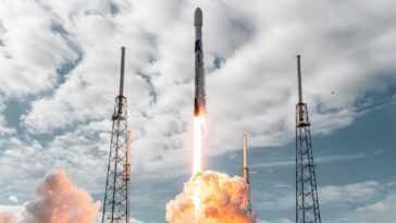 Spacex Bat Le Record D'isro Et Lance 143 Satellites Dans