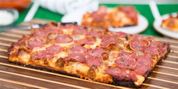 Pizza aux 3 viandes à la Detroit