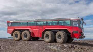 Camion De Glacier Sleipnir. Un Bus Touristique Pour Visiter Le