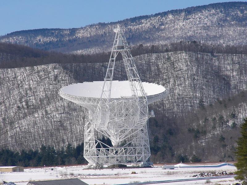 Le télescope Green Bank est le plus grand radiotélescope entièrement orientable au monde.