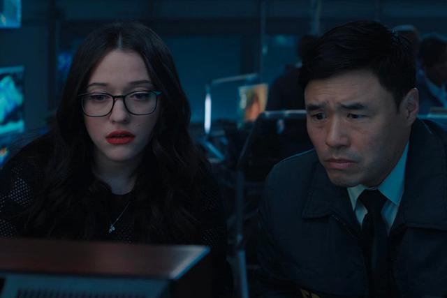 Jimmy et Darcy regardent la comédie créée par Wanda (Photo: Disney + / Marvel)