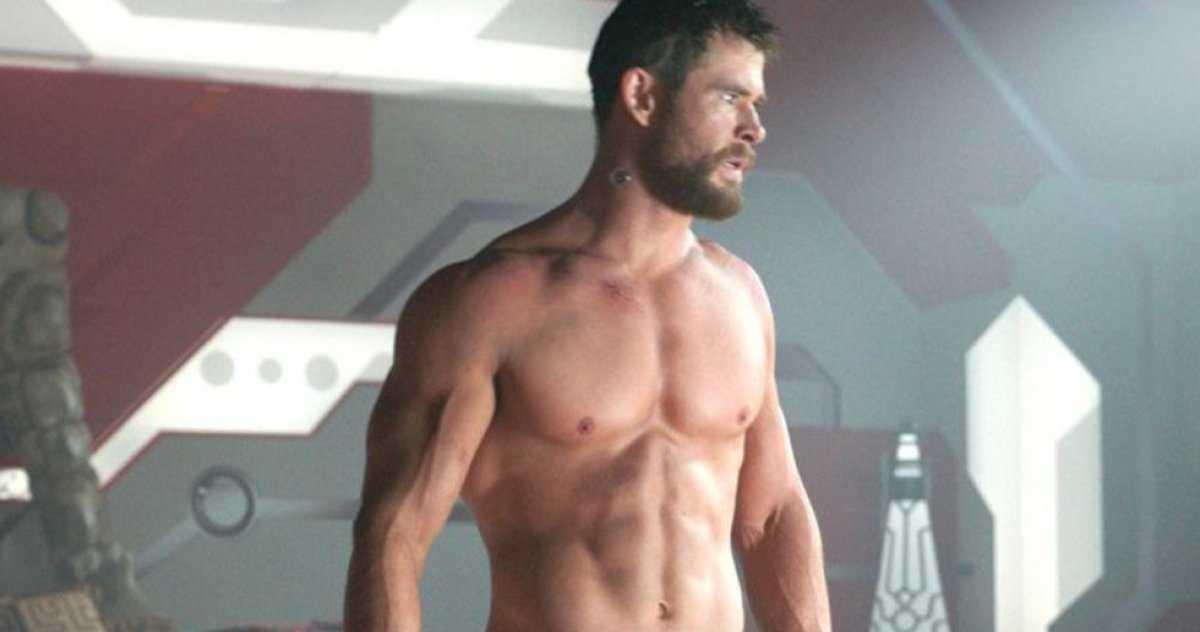 Chris Hemsworth Se Fait Surprendre En Train De Montrer Son