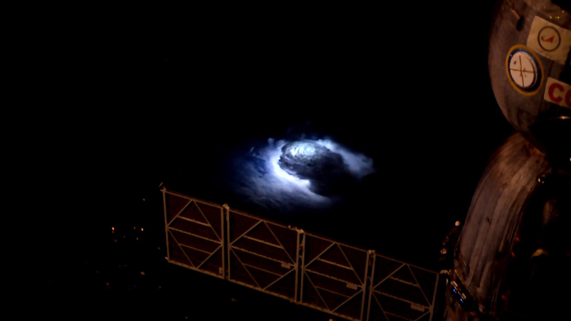 Un coup de foudre est visible sur une photo prise depuis la Station spatiale internationale.