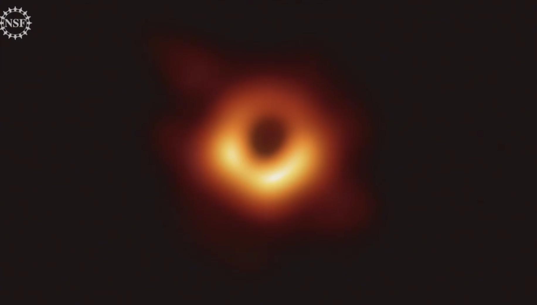 C'est la toute première image d'un trou noir.