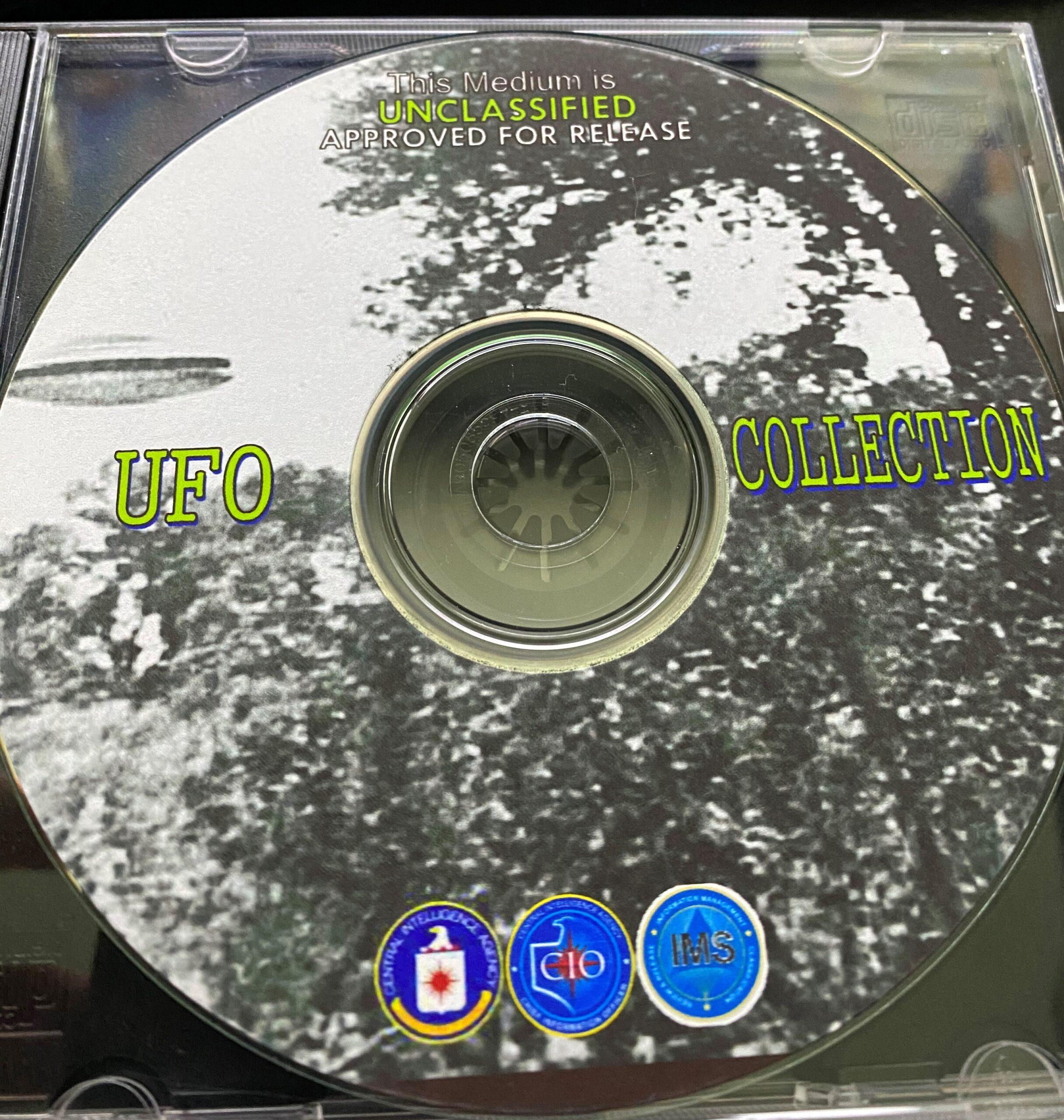 Dépôt de renseignements gouvernementaux sensibles ou DVD bootleg X-Files?  Ce CD-ROM contient près de 2700 pages de documents déclassifiés de la CIA, selon le Black Vault.