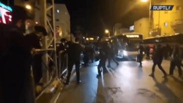 Le chaos à Jérusalem alors que les Juifs ultra-orthodoxes affrontent les flics dans un contexte de résistance au verrouillage (VIDEO)