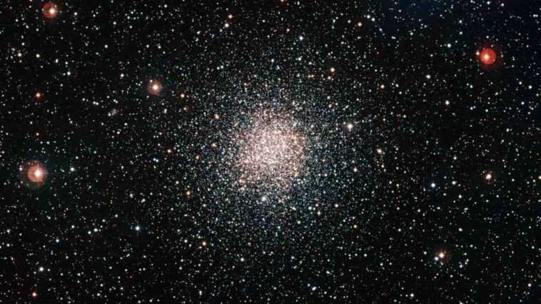 Le Satellite Astrosat Repère Un Amas D'étoiles Globulaires `` Dinosaures