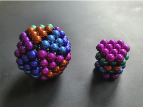 Jouets de perles magnétiques.