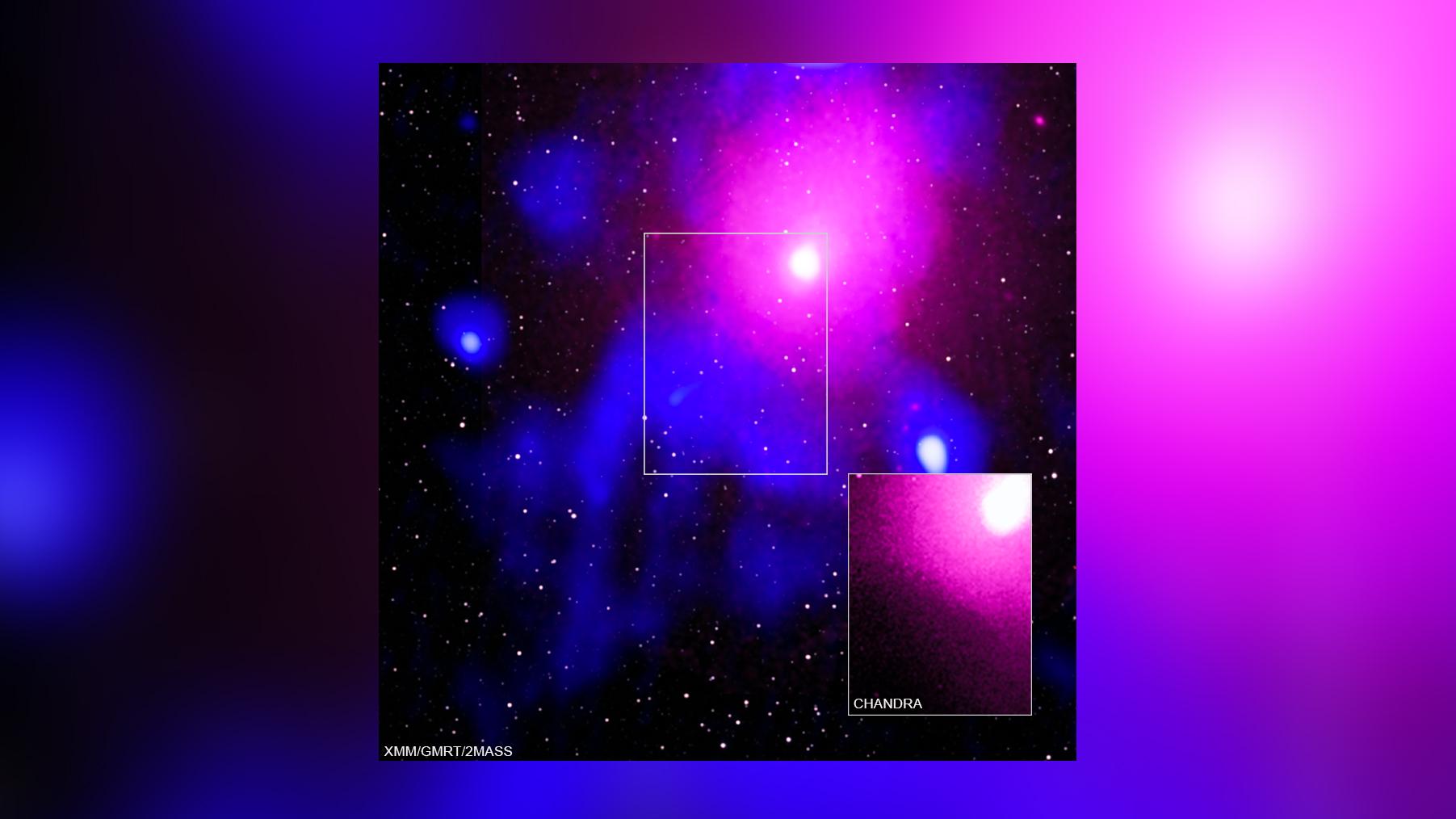 Les scientifiques ont repéré une explosion extrêmement puissante dans l'amas de galaxies Ophiuchus, situé à environ 390 millions d'années-lumière de la Terre.  Ici, un composite montrant la zone en rayons X, infrarouges et radio.