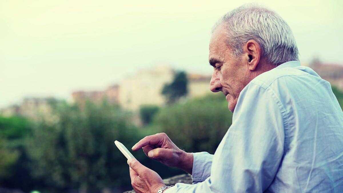 les applications adaptent le smartphone aux personnes âgées